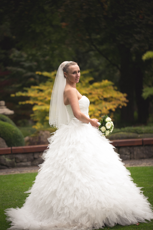 Ungewöhnlich Verkauf Hochzeitskleider Galerie - Brautkleider Ideen ...