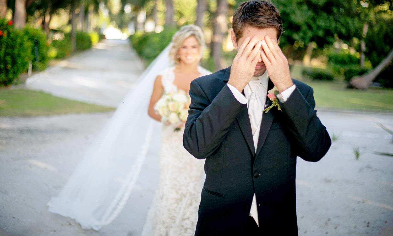 Brautkleid vor hochzeit zeigen