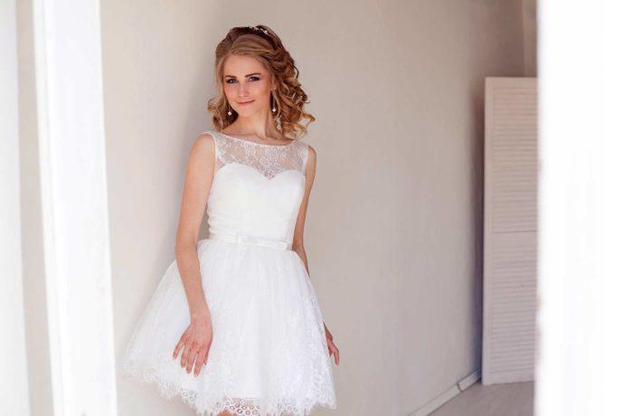 Hochgeschlossenes Brautkleid