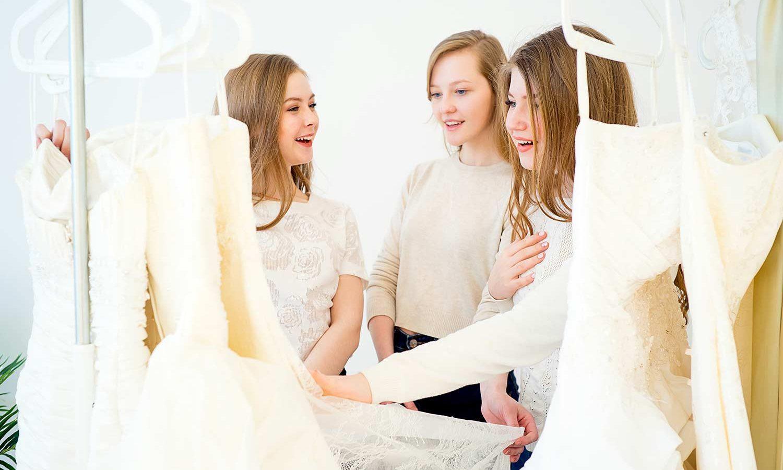 Brautkleid Stoffe: So fühlen sich Seide und Co. hautnah an