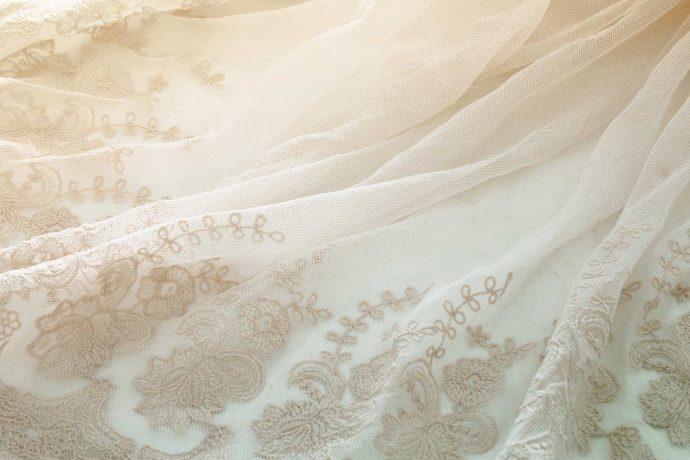 Stoff für das Brautkleid ohne Träger