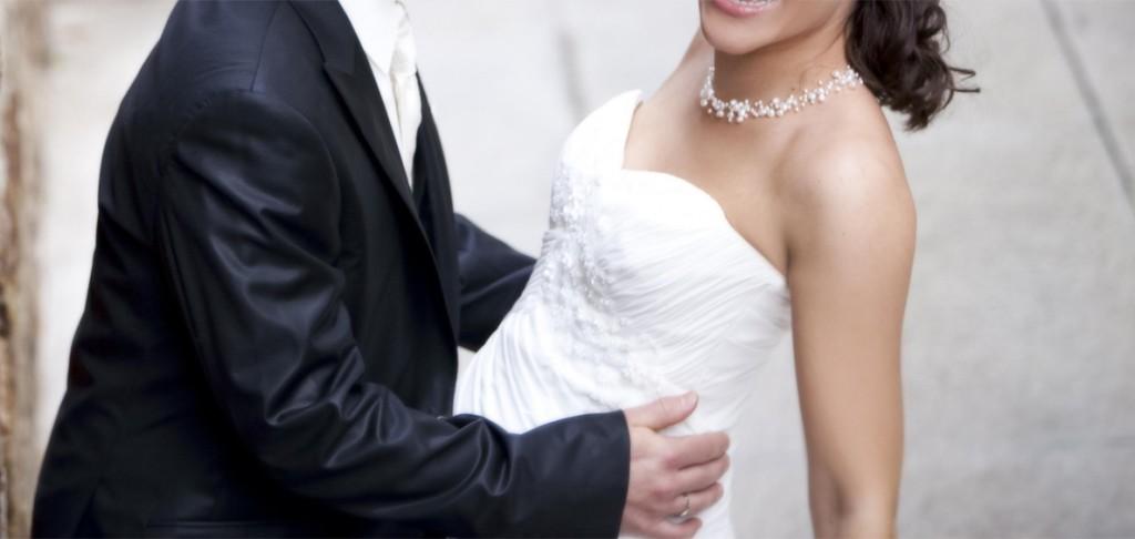 Atelier Diagonal Brautkleid - glückliches Paar