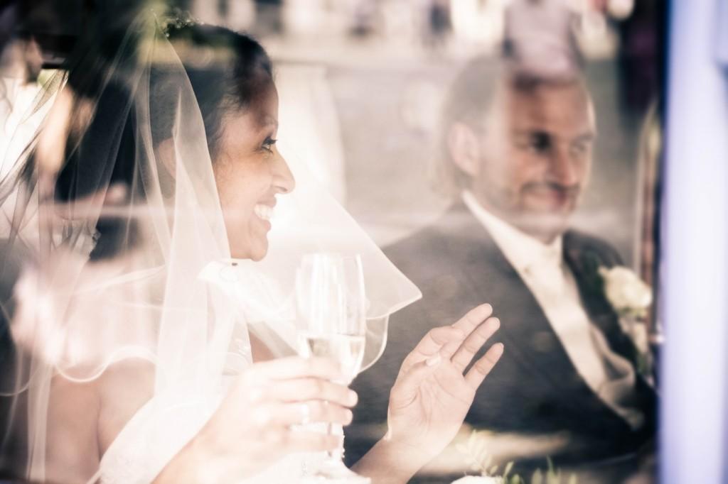Hochzeitsfotos im Reportage Stil glückliches Brautpaar