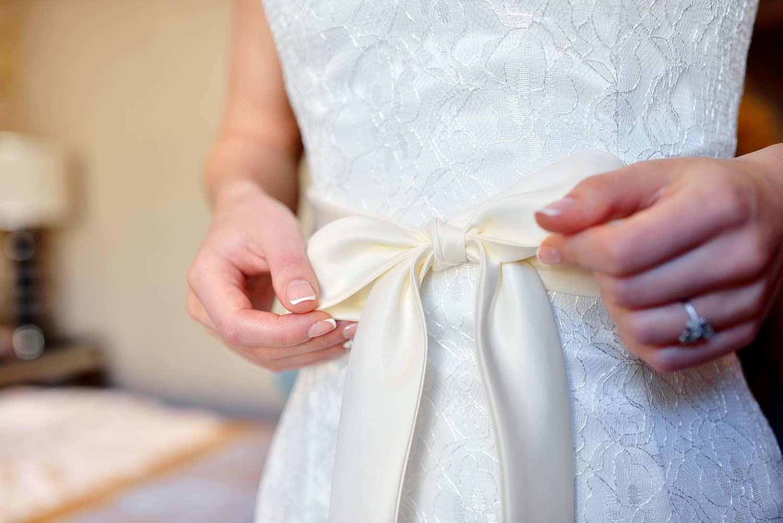 Brautkleid mit Schleife - Das romantischste Brautaccessoire