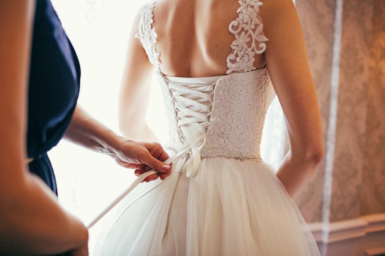 Brautkleid schnüren oder knöpfen? - 15 Verschlüsse, die ihr kennen