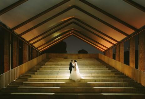 Hochzeitsfoto bei Nacht. Hier im Schloss Britz / Ochsenstall.