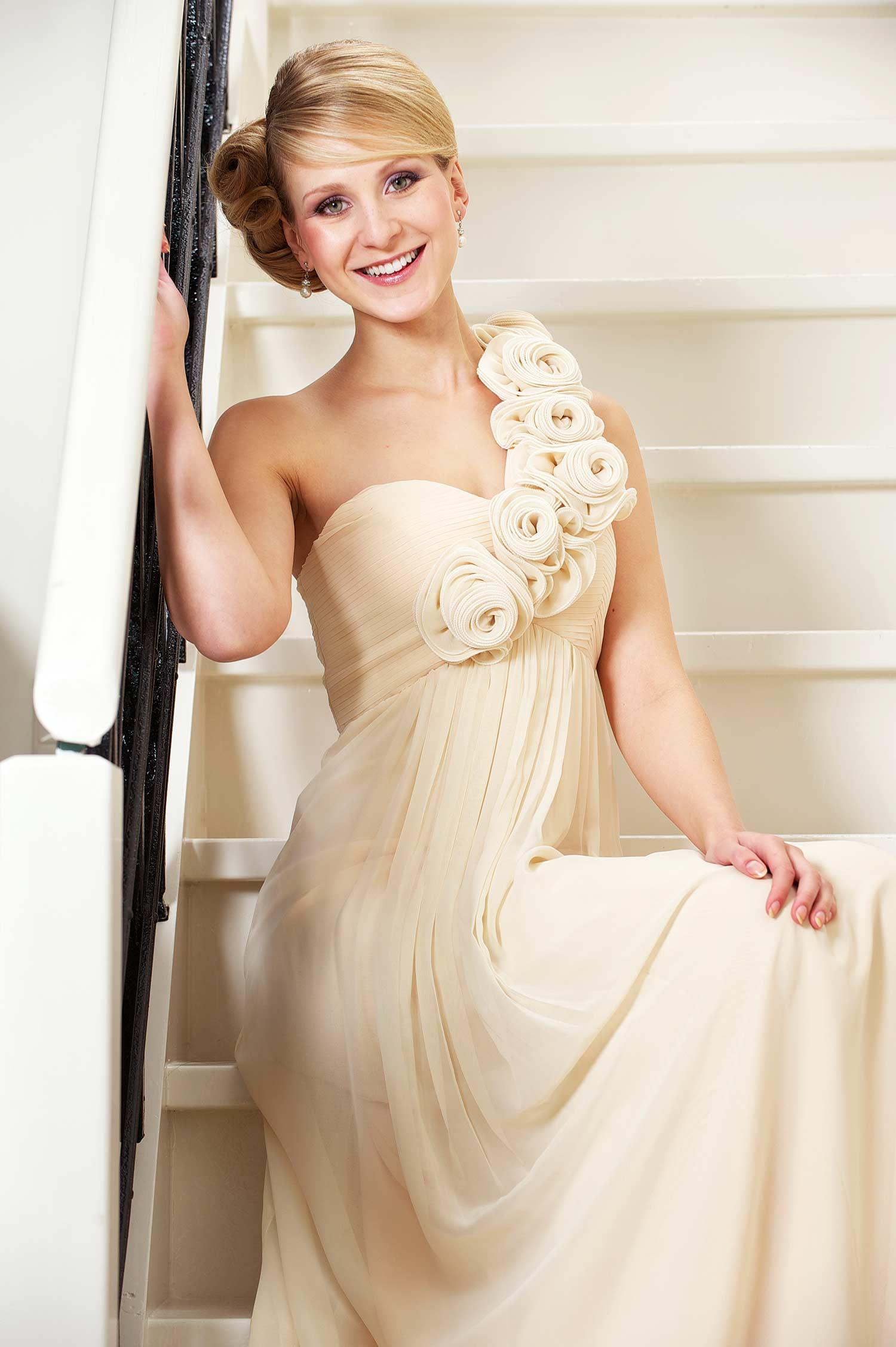 Brautkleid Creme  Styling Tipps zur Brautkleidfarbe Creme
