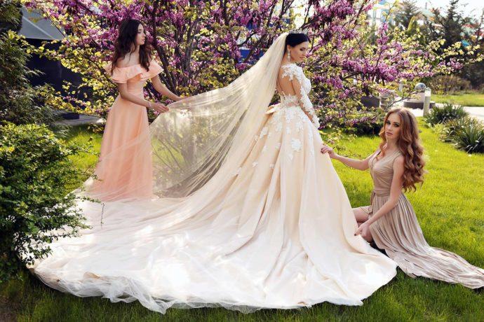 Brautkleid in Elfenbein - dezenter Farbton mit eleganter Ausstrahlung