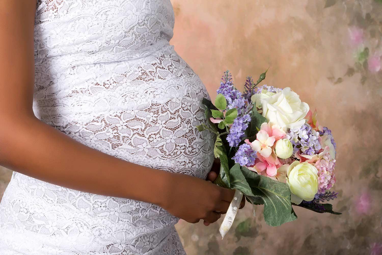 Im Brautkleid schwanger heiraten - 13 Tipps für werdende Mamis