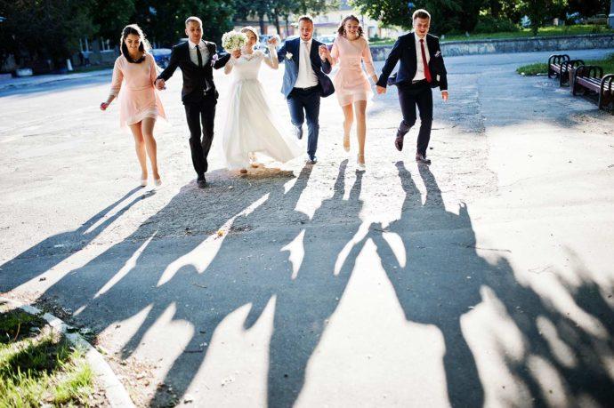 Kleidung der Hochzeitsgäste