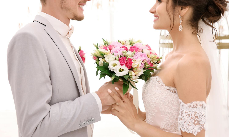 Brautkleid Carmen Ausschnitt