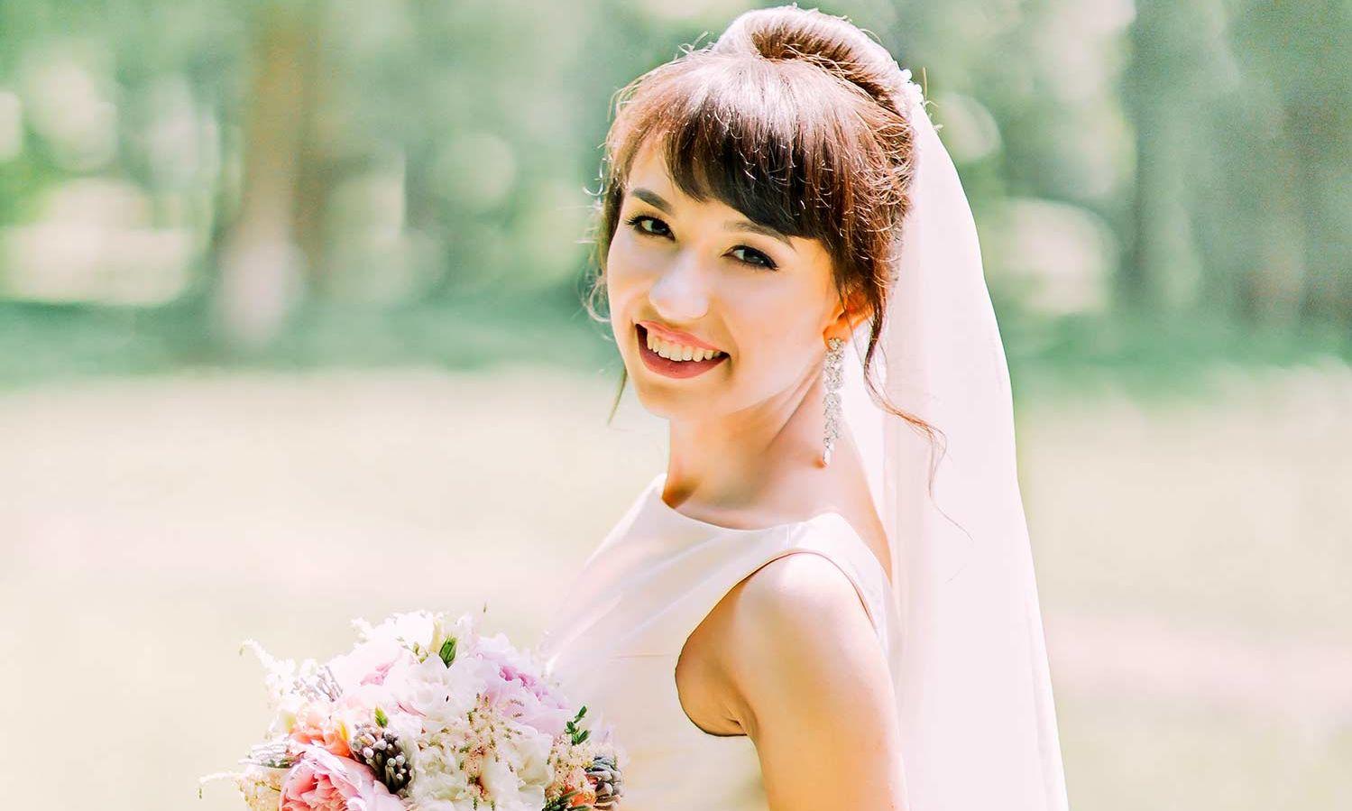 Schlichte Brautkleider - 10 Tipps für einen strahlenden Auftritt